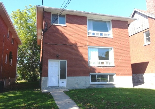 Three bedroom kingston apartment 242 victoria st unit 1 panadew property management kingston for 3 bedroom house for rent kingston ontario