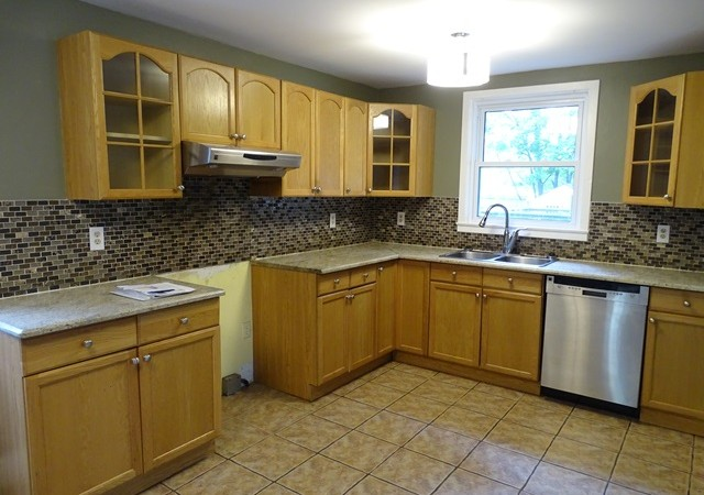 Three bedroom home for rent in kingston 133 carruthers ave panadew property management kingston for 3 bedroom house for rent kingston ontario