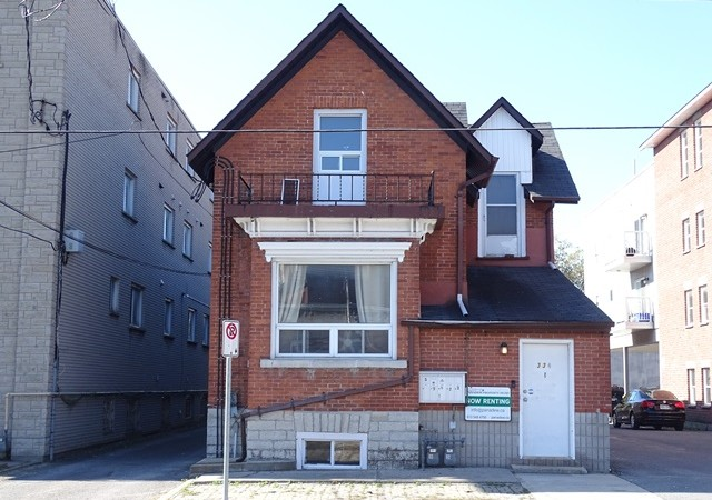 Three bedroom apartment for rent 334 university ave unit 1 panadew property management kingston for 3 bedroom house for rent kingston ontario