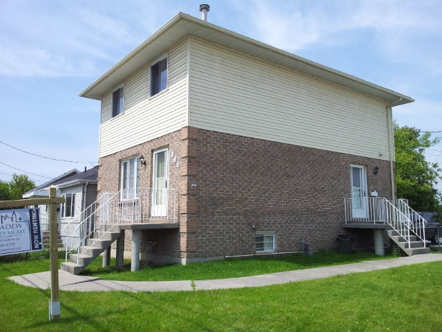 Rooms for rent in three bedroom kingston home 800 montreal street unit 1 panadew property for 3 bedroom house for rent kingston ontario